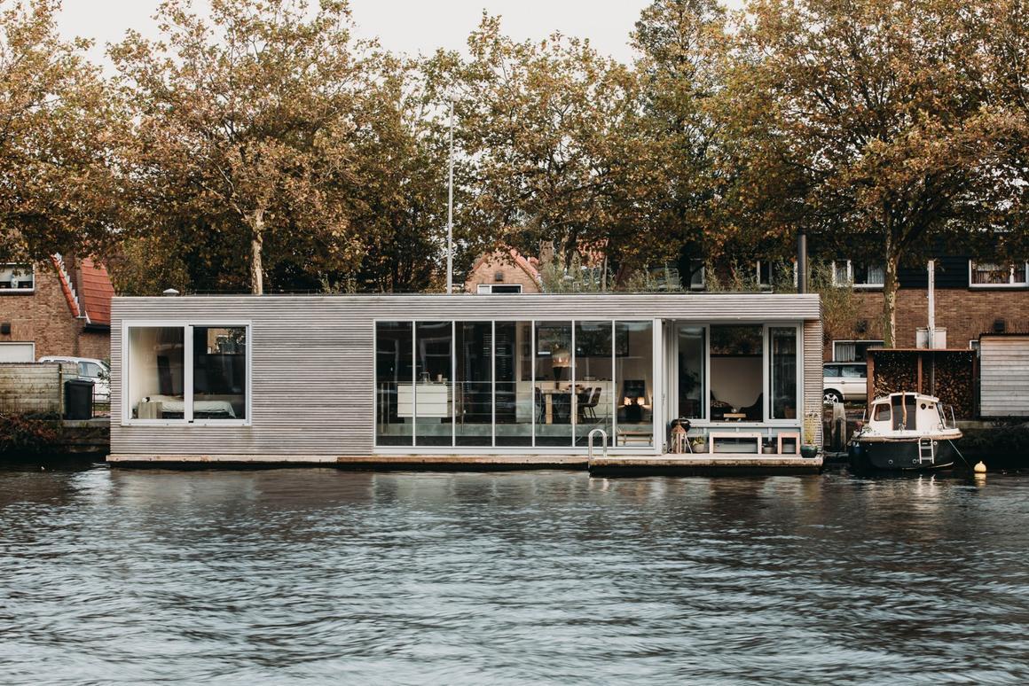 Dutch architectural studio vanOmmeren-architecten hascompleted an inspiring energy neutral floating home