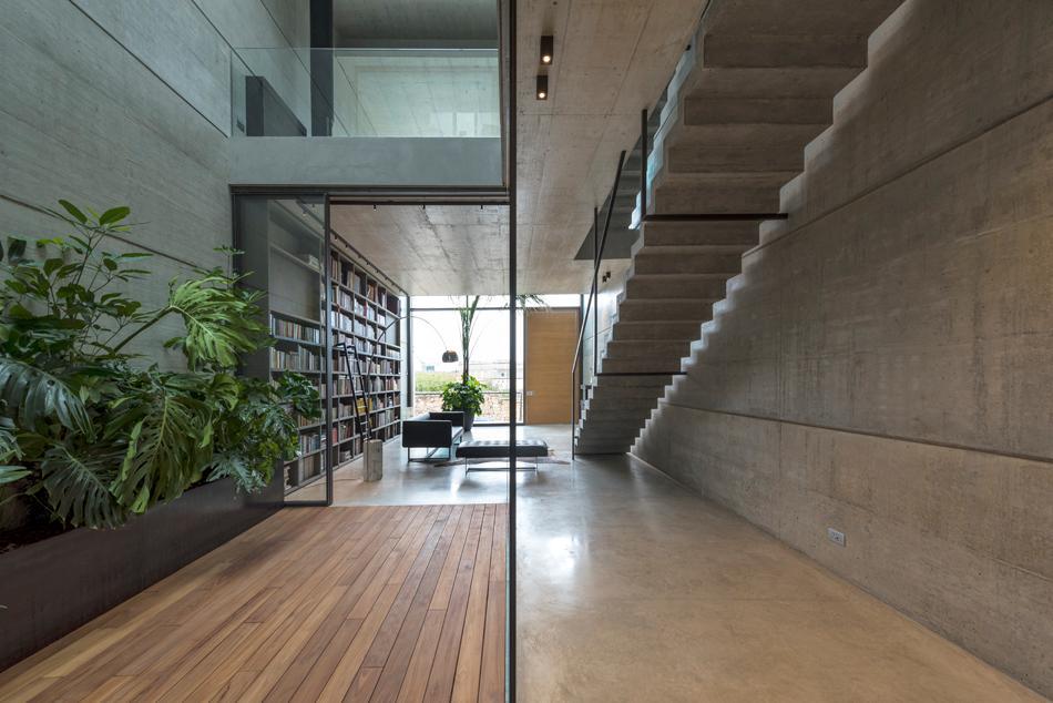 Casa B'sinterior decor is veryminimalist