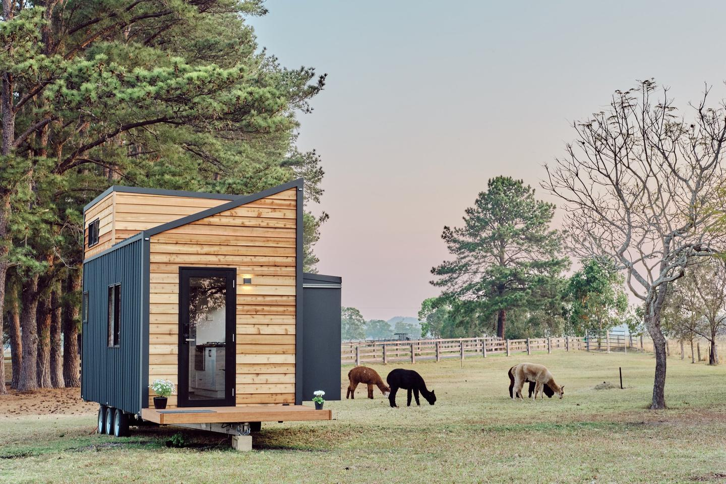 Australian tiny house builder Häuslein has added a couple of new models to its lineup, led by the compact Little Sojourner that uses a little creativity to offer owners some extra leg room