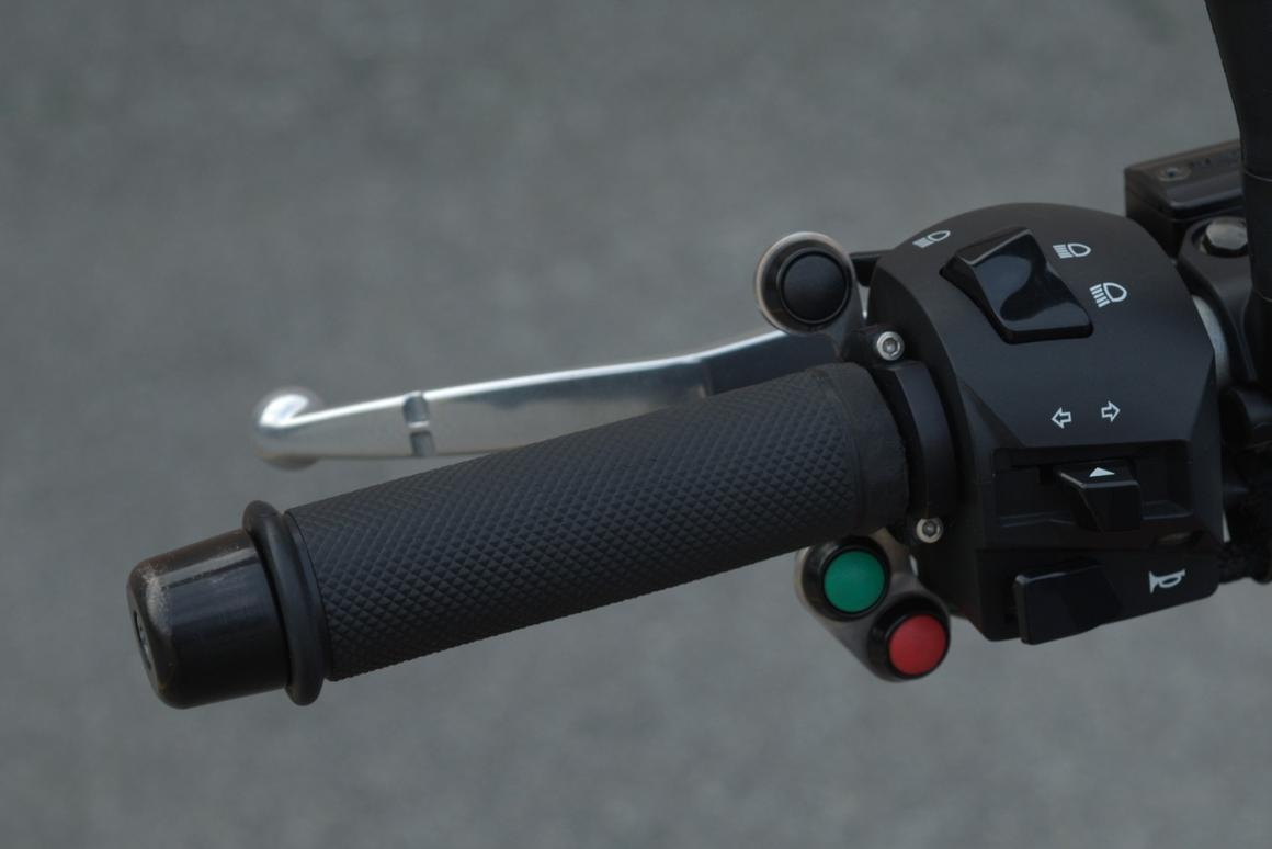 Semi-automatic shifting with the ShiftFX EST system is via green, red and black buttons