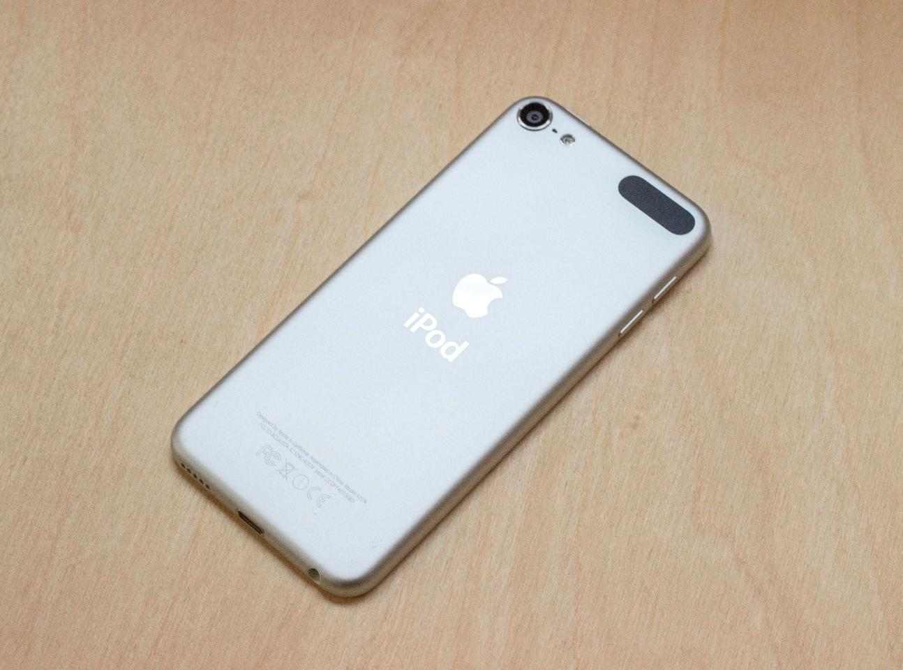 The new iPod touch's aluminum build, which is nearly identical to the 5th-generation model (