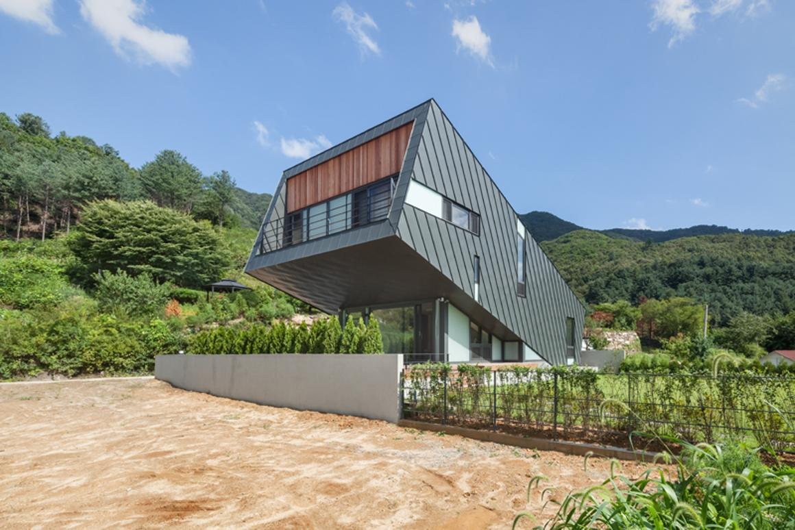 The Leaning House, by South Korean architecture firm Praud (Photo: Kyungsub Shin)