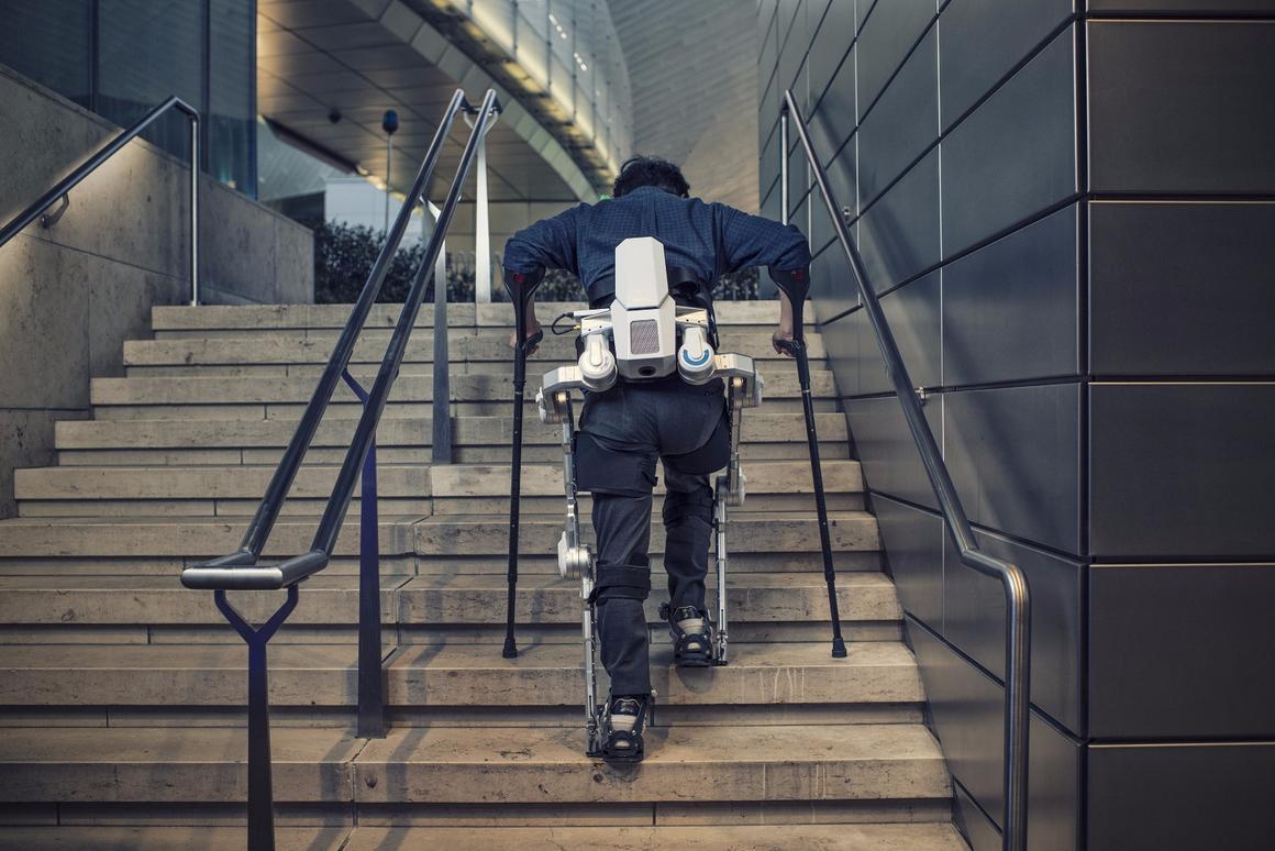 Hyundai exoskeletons, CES 2017
