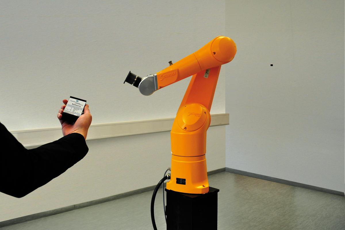 Fraunhofer researchers have developed a robot input device that uses inertial sensors to detect movements in free space (Image: Fraunhofer)