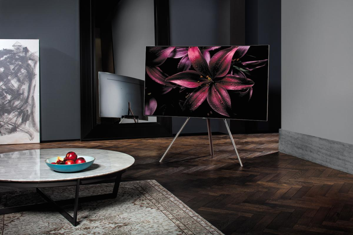 Samsung has unveiled its 2017 flagship TVs, with what it calls QLEDtechnology giving it better color reproductionand brightness