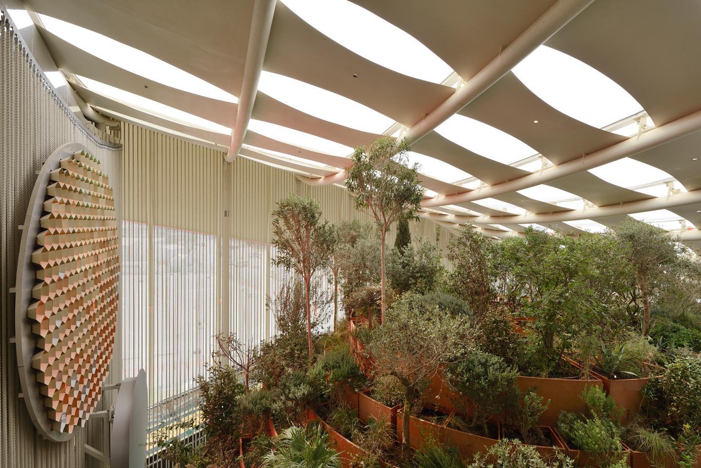 Сградата на Италианския павилион на Expo Dubai 2020 представя над 160 различни растителни вида