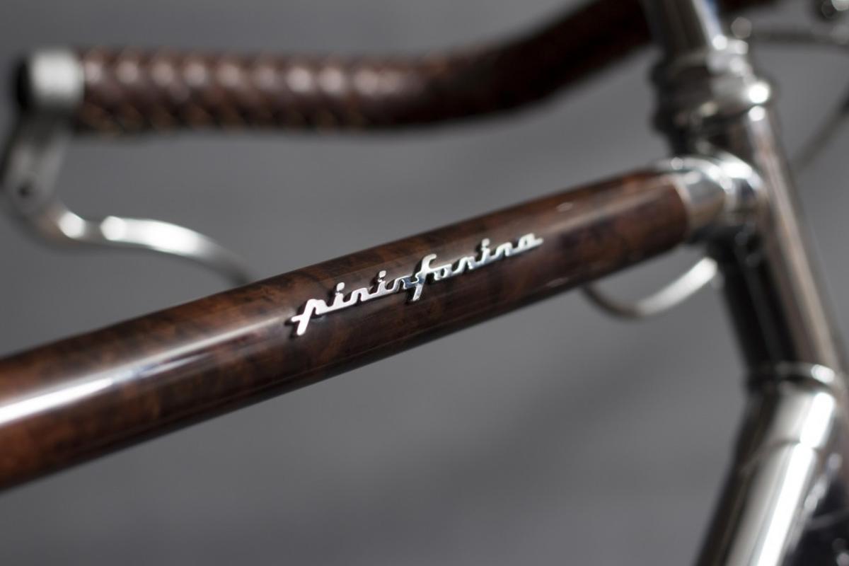 The Fuoriserie's walnut wood-veneered top tube