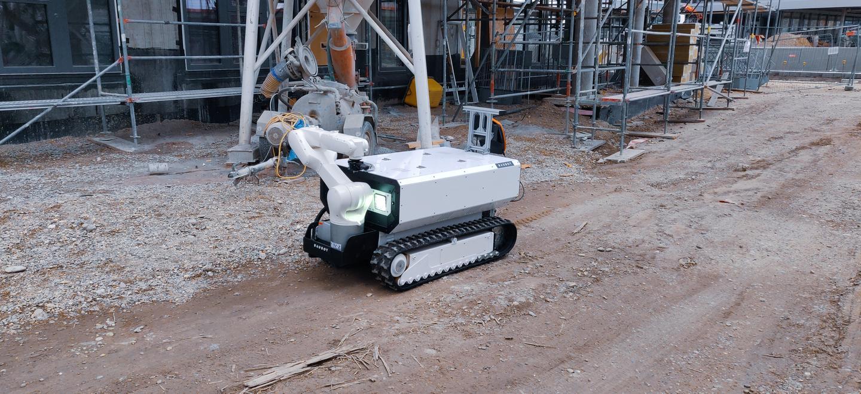 Baubot может двигаться со скоростью до 3,2 км / ч и может быть настроен на выполнение запрограммированных команд или управление вручную с помощью смартфона.