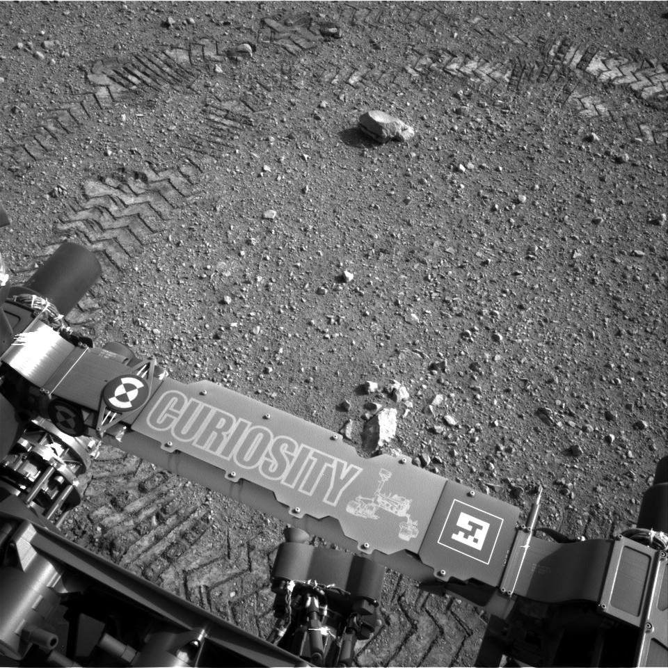 Track marks from Curiosity's first test drive (Image: NASA/JPL-Caltech)