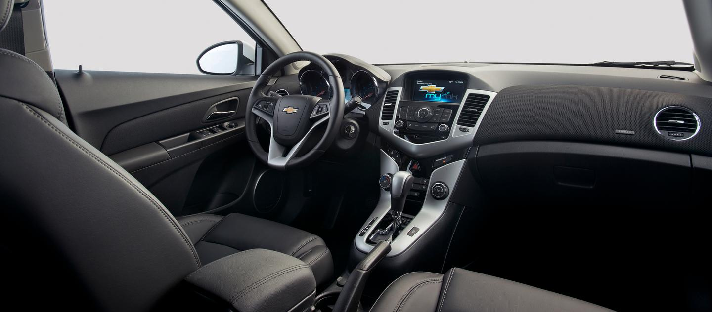 The interior of the 2014 Cruze Clean Turbo Diesel (Photo: © General Motors)