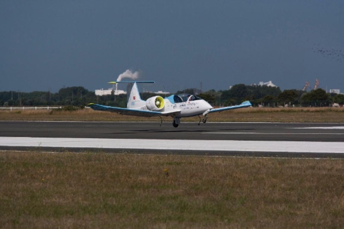 The E-Fan technology demonstrator landing at Calais-Dunkerque Airport