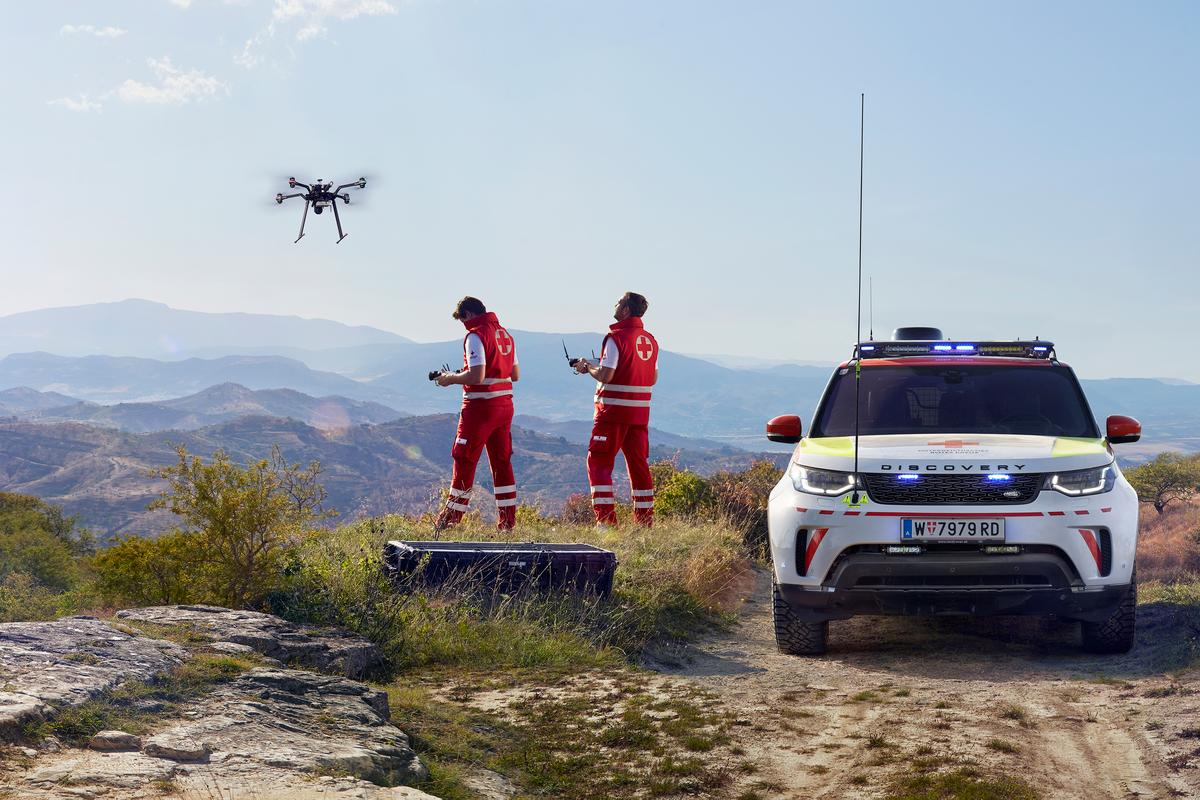 A customizedLand Rover Discovery, kitted out with a search-and-rescue drone, has entered active service withthe Austrian Red Cross