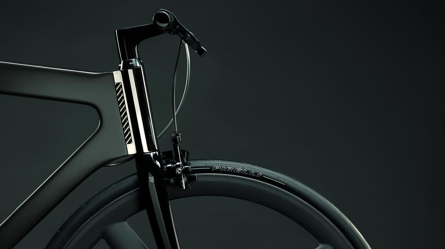 The Akhal's chrome-plated head tube, seat clamp and wheel dropouts are each CNC machined from a solid block of aluminum
