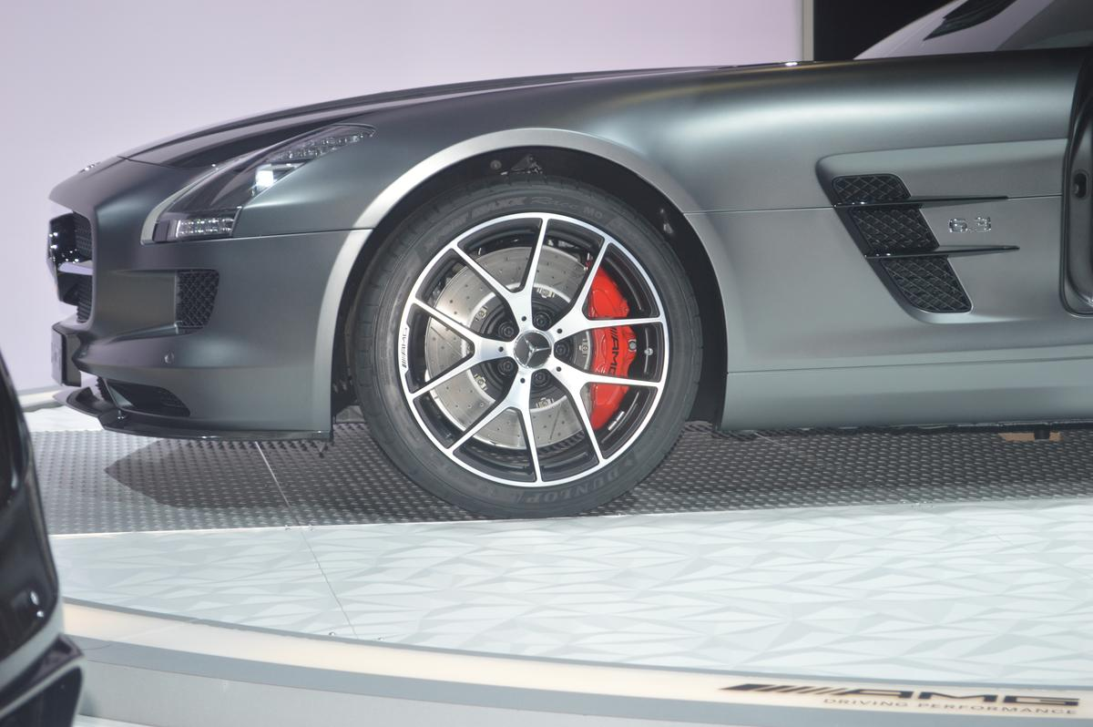 The Final Edition features forged light-alloy wheels and red brake calipers (Photo: CC Weiss / Gizmag.com)