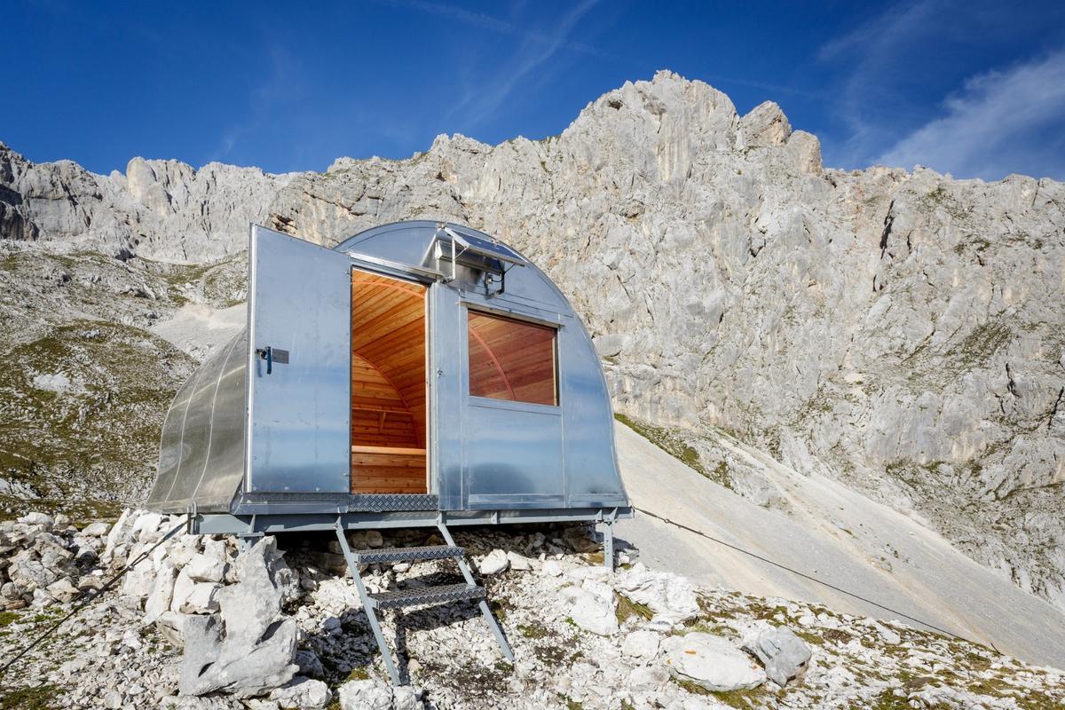 Bivak II na Jezerih can provide temporary shelter forup to six climbers