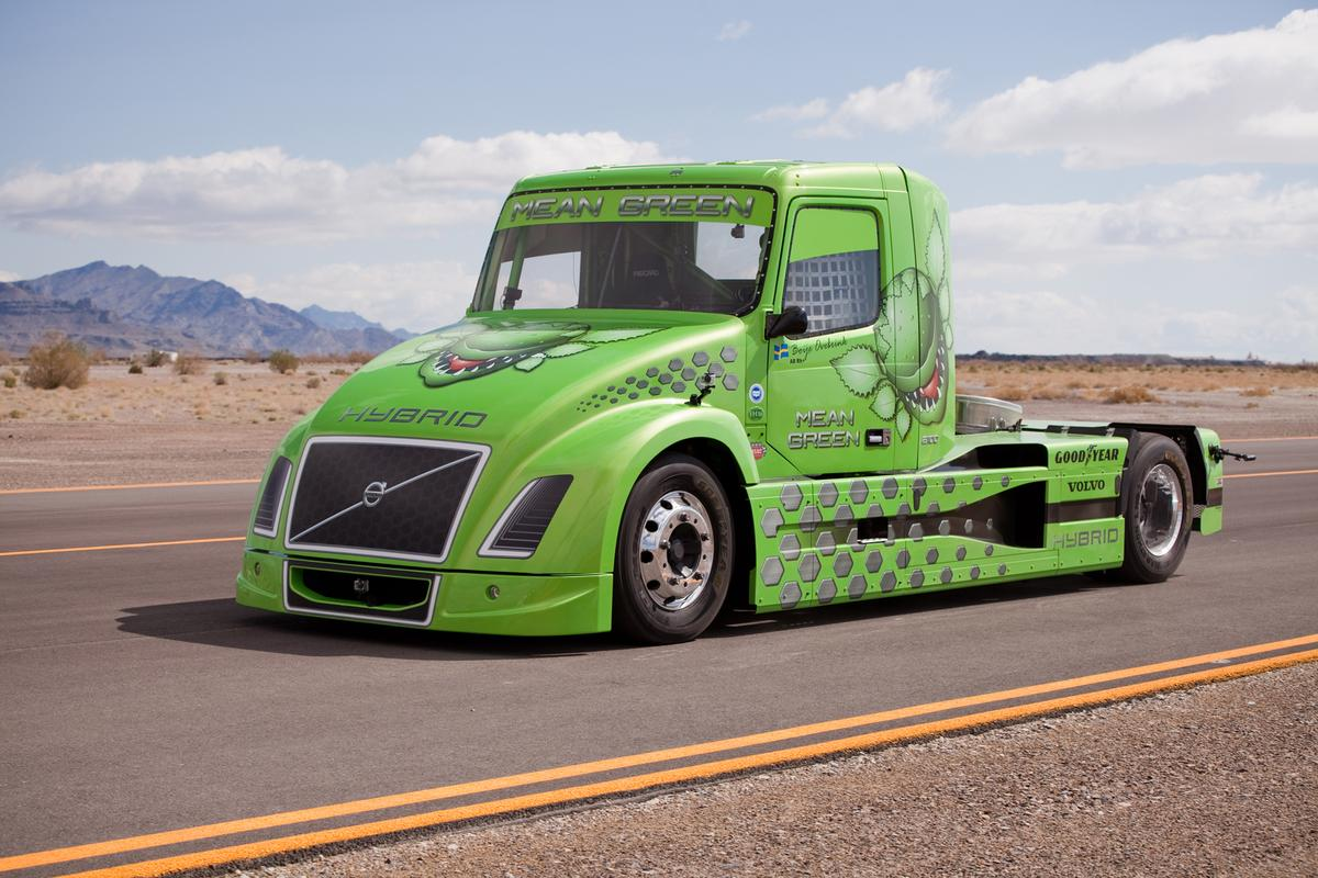 Volvo's hybrid truck, 'Mean Green', established new world speed records on April 27th at Wendover Airfield in Utah, USA.Mean Green