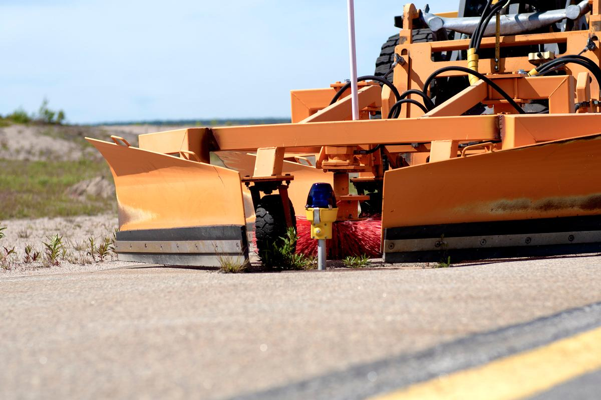The AVAP group is testing automated runway light scrubbers