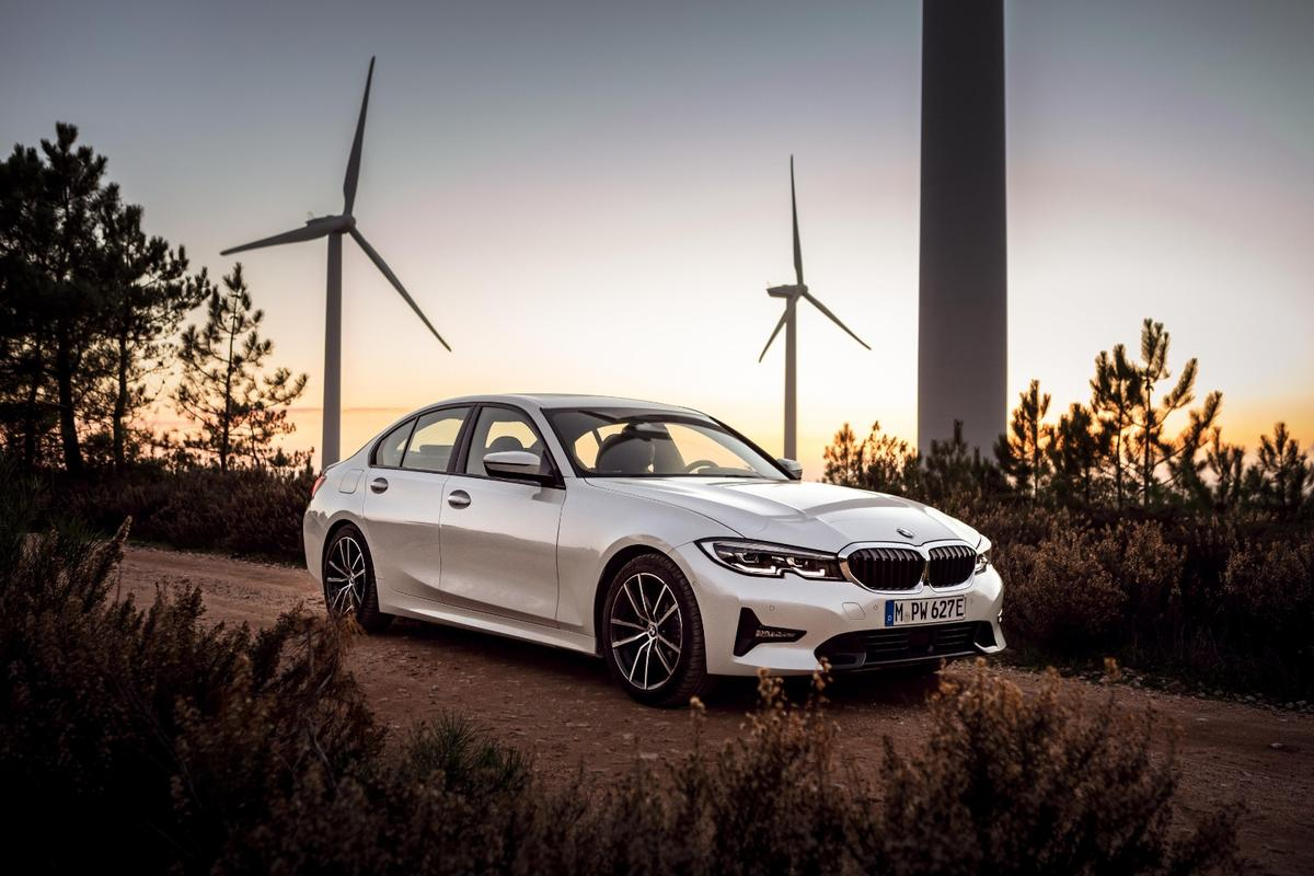 As the ever-present wind turbines indicate for any green car launch, the BMW 330e is not your usual gas guzzler