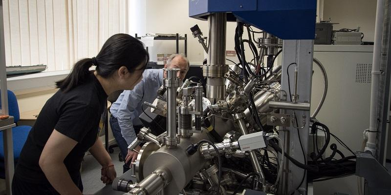 Researchers on the study, Dr Sunjie Ye and Professor Stephen Evans, examine the purity of the gold