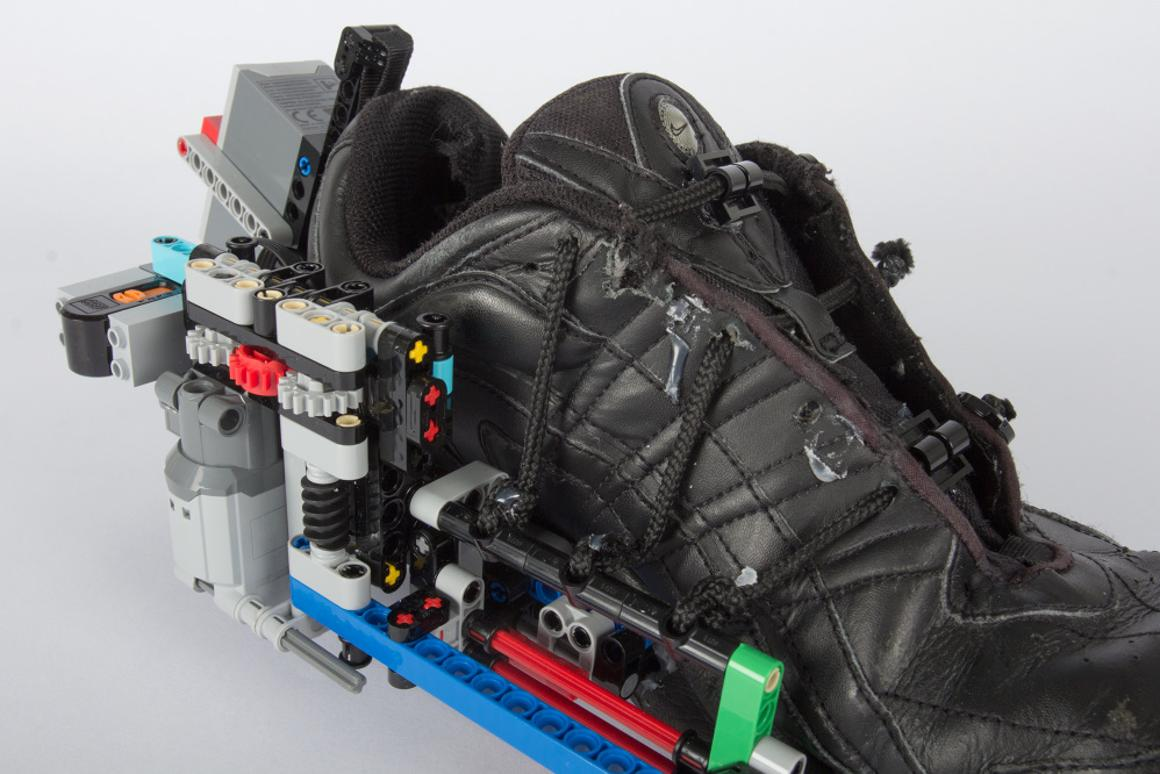 Oddball add-on tightens shoe laces with Lego power