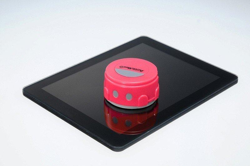 Takara Tomy's Auto Mee S can clean a tablet screen in about 8 minutes