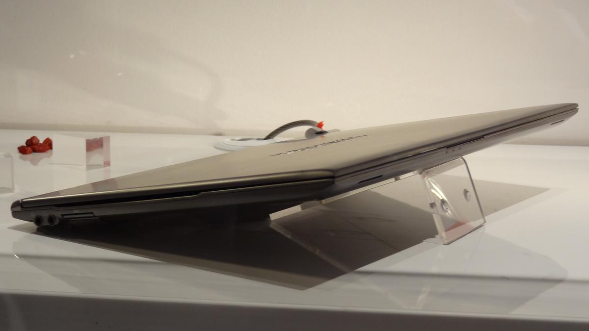 At 15.9mm at its thickest point and tapering to 8.3mm, the Portege Z830 is thinner than its 13.3-inch Apple counterpart
