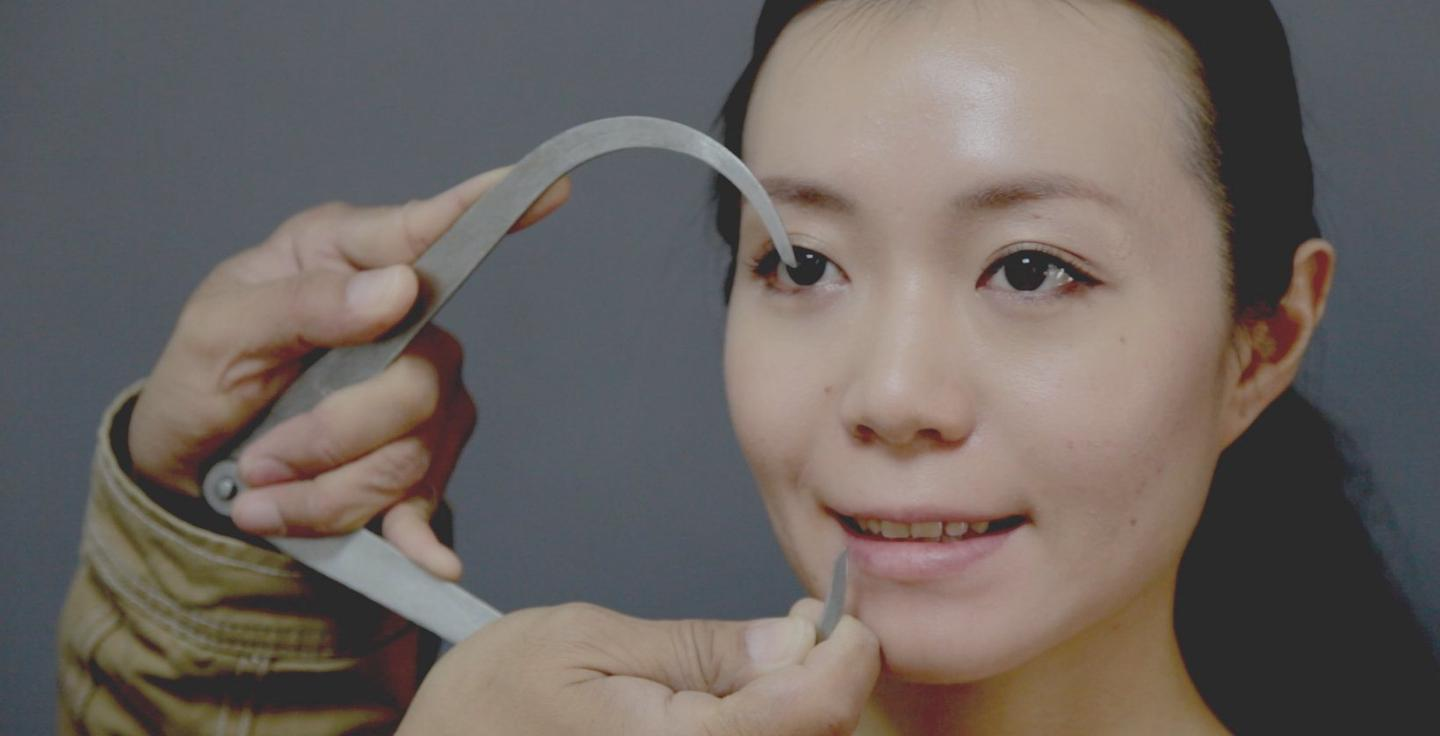 The first step in giving the robots a human-like appearance is to use a real person as the template (Photo: Miraikan)