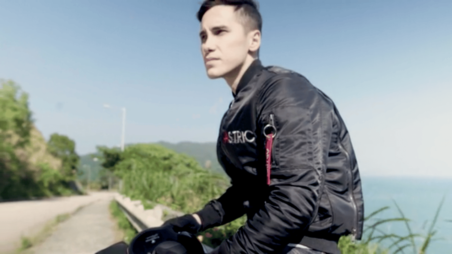 Astric: the motorcycle jacket with a built-in bike cover