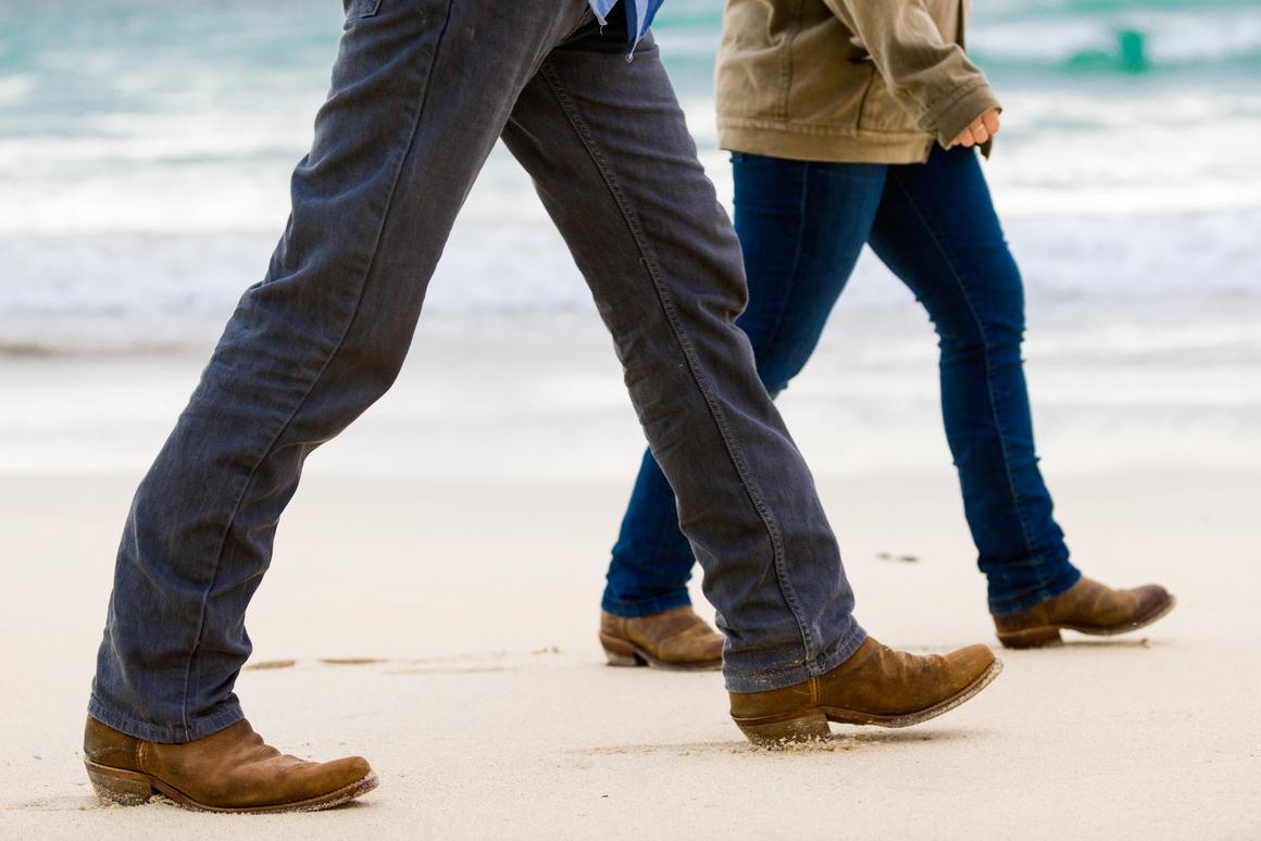 A study suggests slow gait at the age of 45 may be a sign of accelerated aging