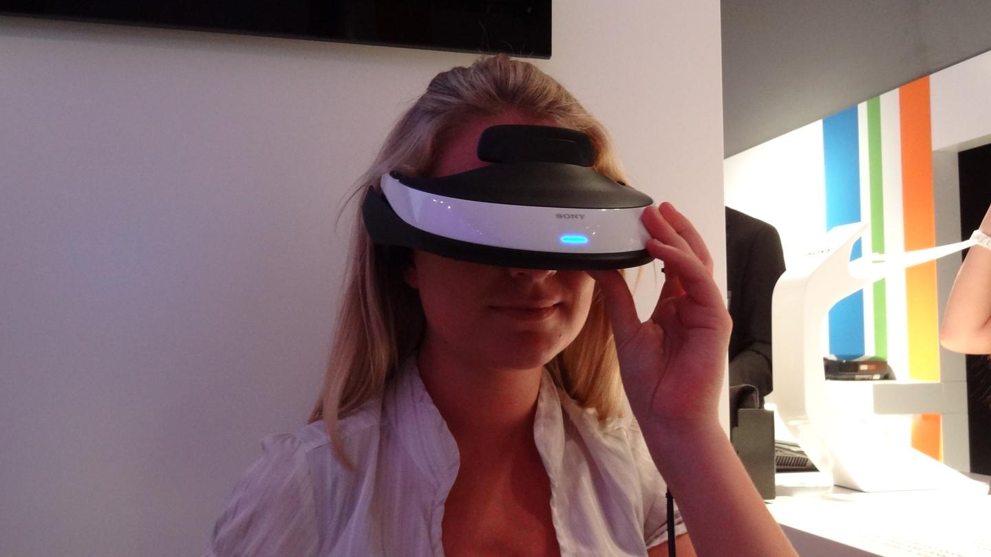 Gizmag's Kate Seamer tries Sony's HMZ-T1 personal 3D viewer