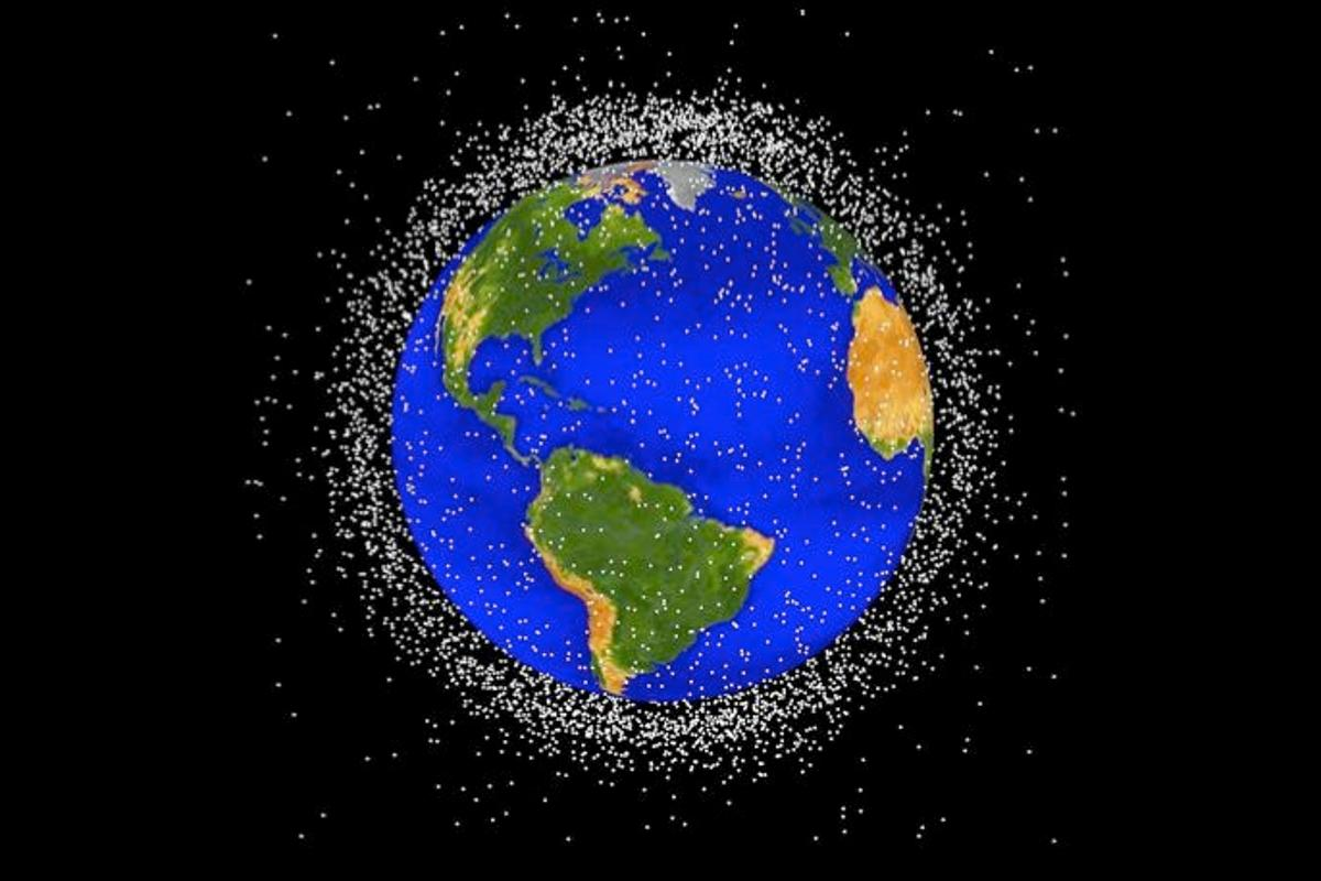 An illustration depicting the amount of debris currently orbiting the earth (Image: NASA)