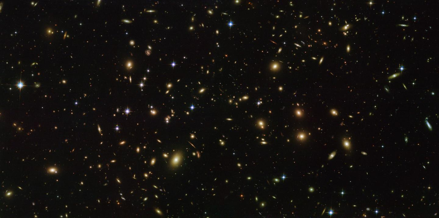 The galaxy cluster Abel 2163, similar to the ones analyzed in the new study to calculate the total amount of matter in the universe