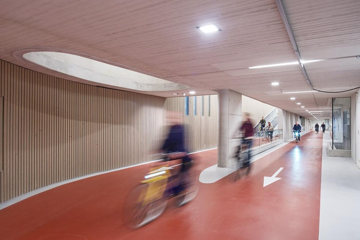 The world's largest bicycle parking center is located under the Utrecht Centraal Railway Station, and is due for completion this year