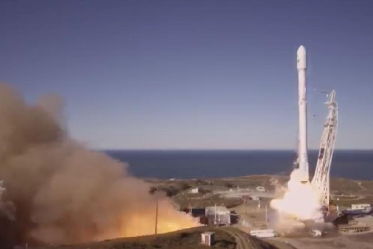 Iridium-1 marks the Falcon 9 booster's return to commercial sercvice
