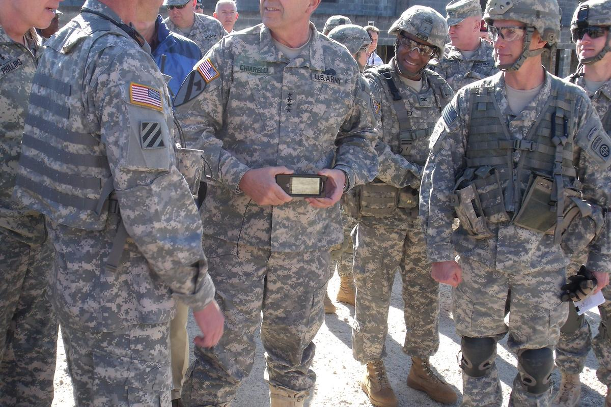 Soldiers at the recent Fort Bragg exercise, in which they trialled tactical smartphones (Photo: Ashley Blumenfeld, JPEO JTRS)