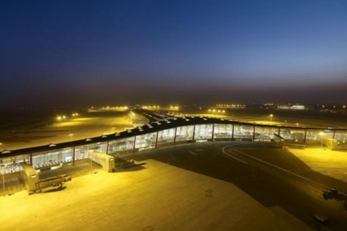 The world's largest and most advanced airport buildingImage: Foster and Partners