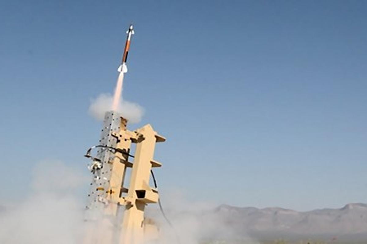 The Lockheed Martin Miniature Hit-to-Kill interceptor roaring off the launcher (Photo: Lockheed Martin)