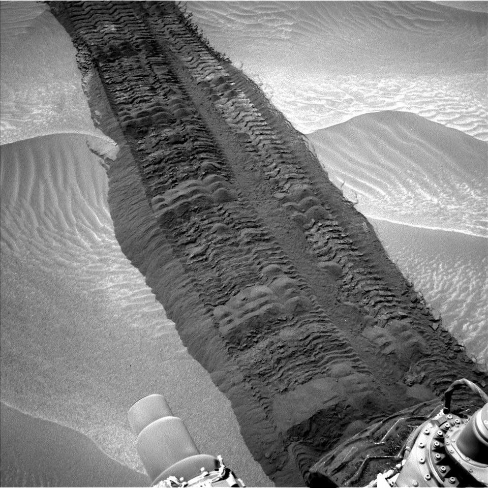 Image of tracks left by Curiosity taken the day before the second anniversary (Image: NASA)