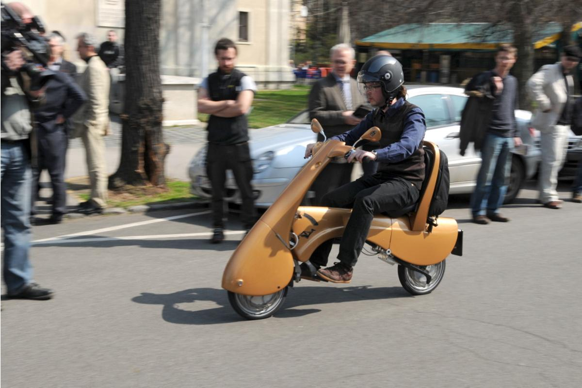 The Moveo scooter in action