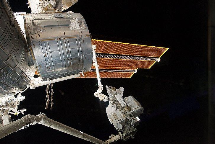 KidsArm uses much of the same technology as the space shuttle Endeavour's robotic Canadarm, seen here handing a part to the ISS Canadarm2 (Photo: NASA)