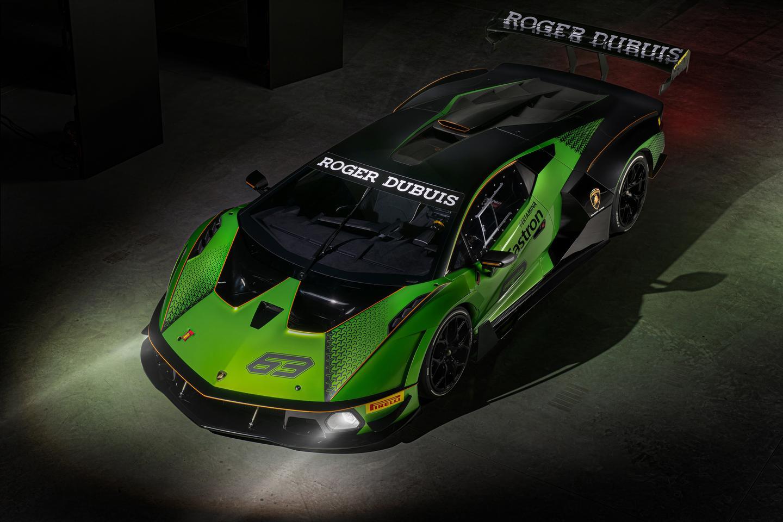 Scoops e ajrit në kapuçin e Lamborghini Essenza SCV12 u ndanë ajër të nxehtë dhe të ftohtë, duke e shtyrë ajrin e ftohtë lart drejt lugës së çatisë