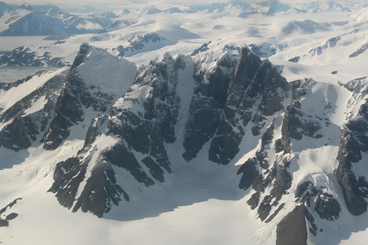 The Antarctic Peninsula from the air