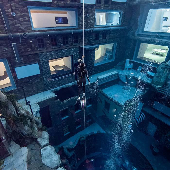 Freedivers explore Deep Dive Dubai
