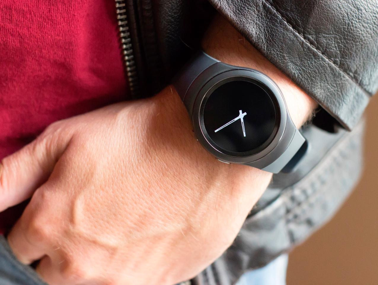 The standard Gear S2 is better-looking than we thought, with its sleek, minimal and modern design