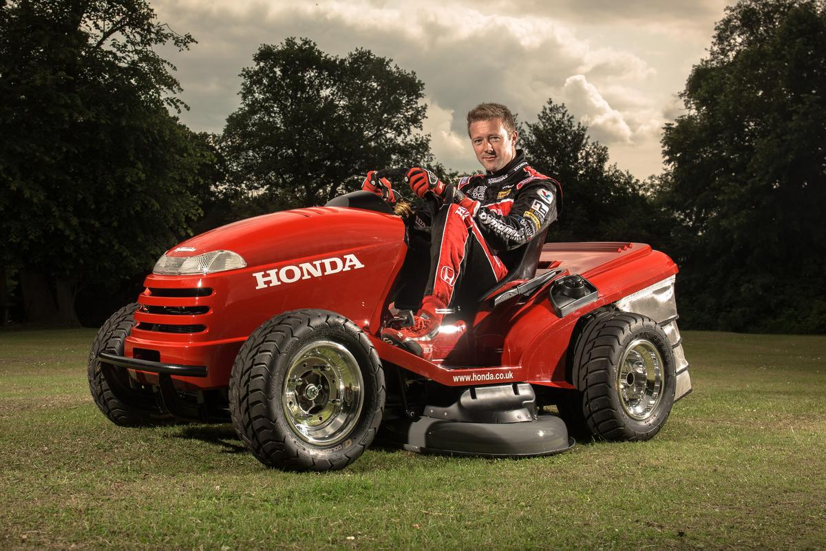 Honda's one-off HF260 Lawn Tractor is capable of reaching 60 mph (96 km/h) in 4.0 seconds
