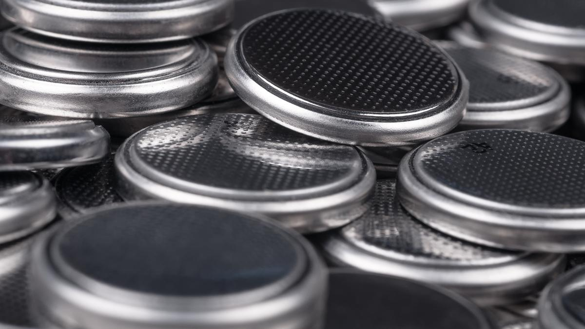 Researchers at the University of California, Riverside say they have found a way around the problems that have held silicon back as a battery anode material (Photo: Shutterstock)