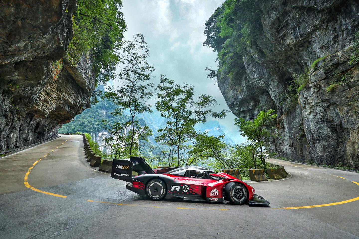 Volkswagen's spectacular ID.R on the even more spectacular Tianmen Shan Big Gate Road