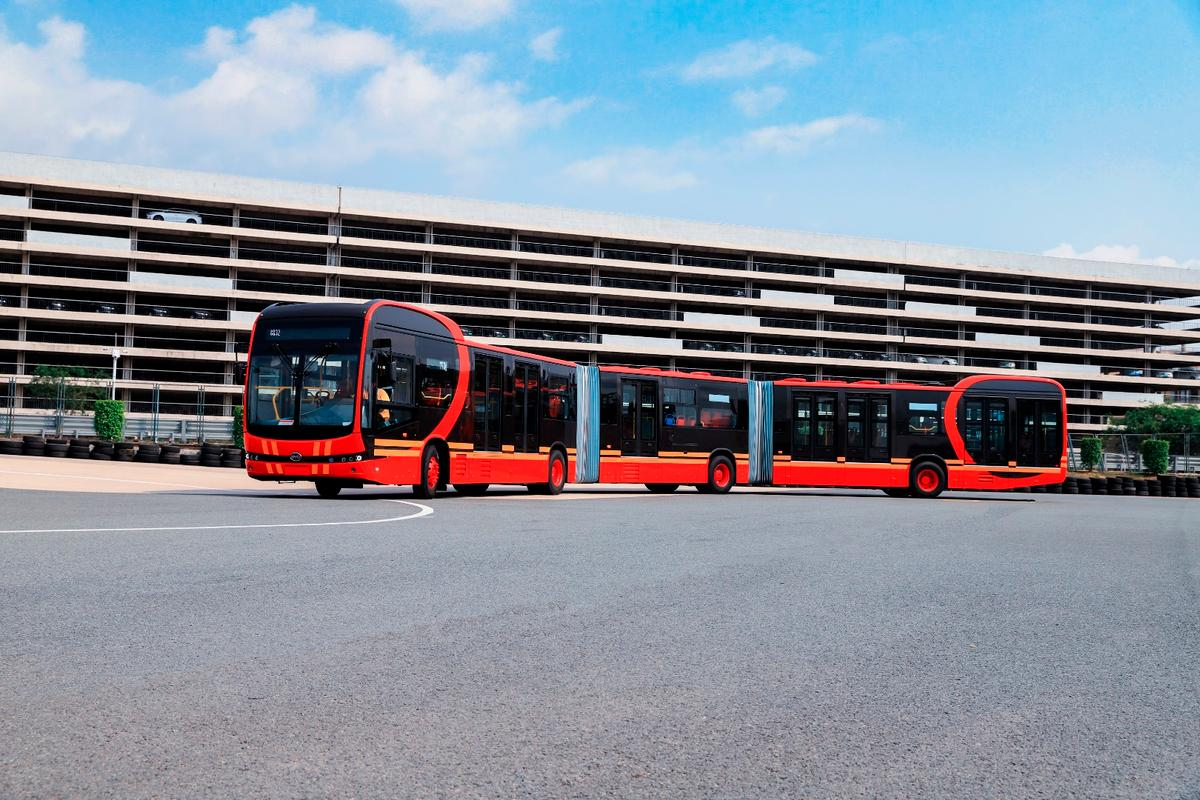 The BYD K12A all-electric bus: 27 meters long, up to 300 km per charge range and able to carry 250 people