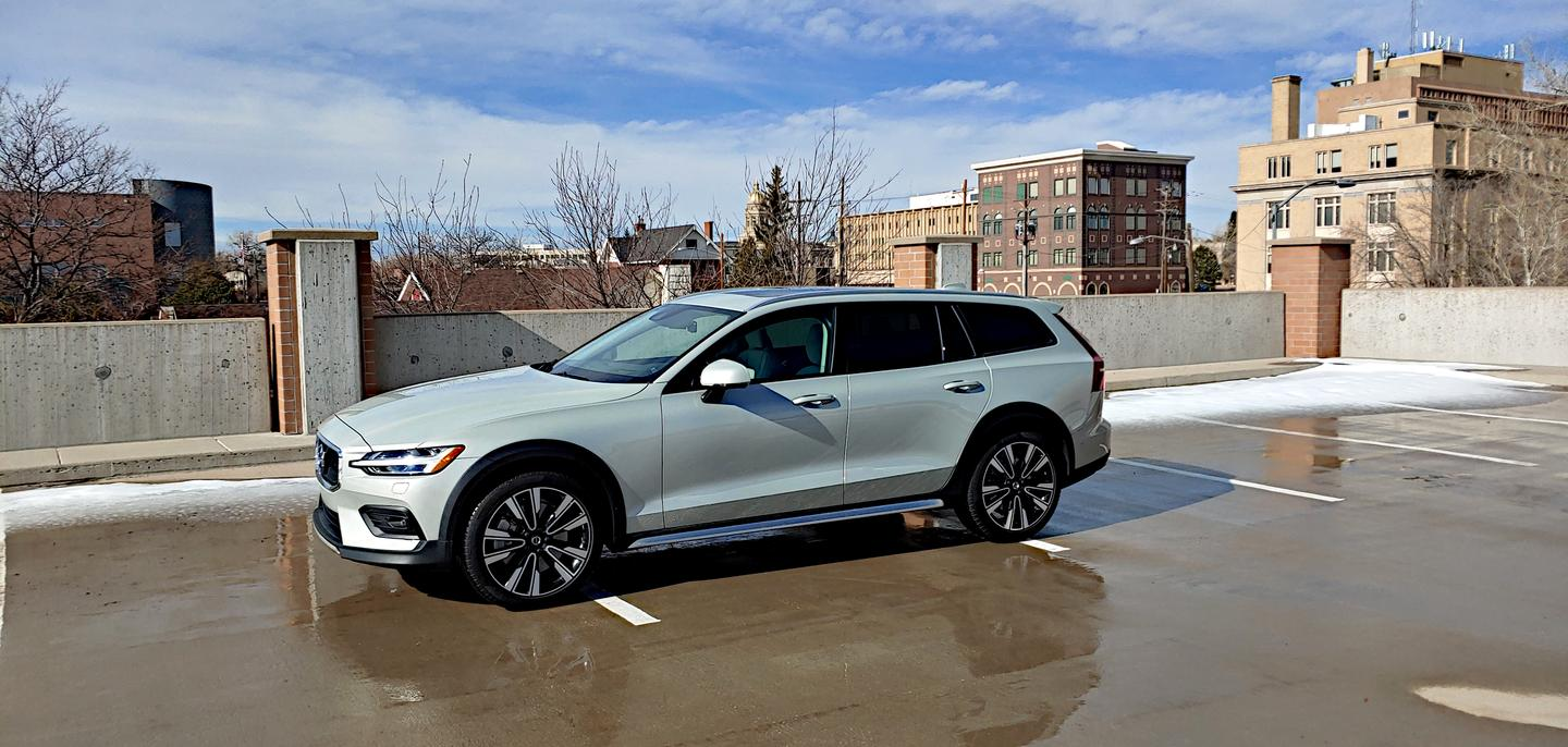 All-wheel drive still offered despite Volvo's dropping of the T6 model