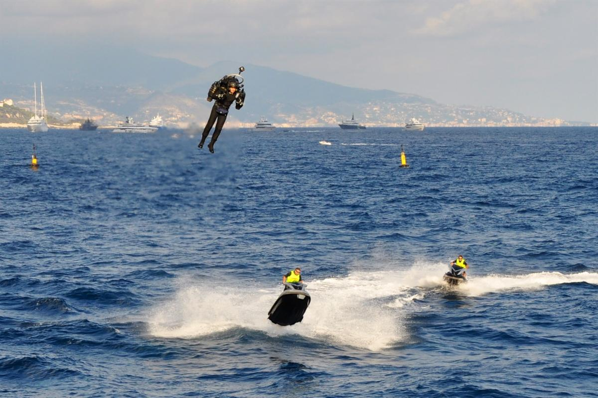 You can't catch me – David Mayman flies the JB-10 jetpack in Monaco